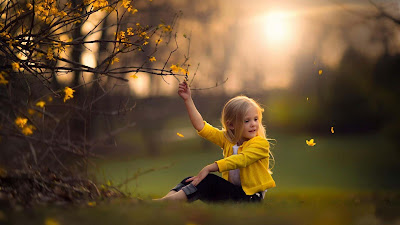 Cute-Little-Baby-Girl-Enjoy-the-Nature