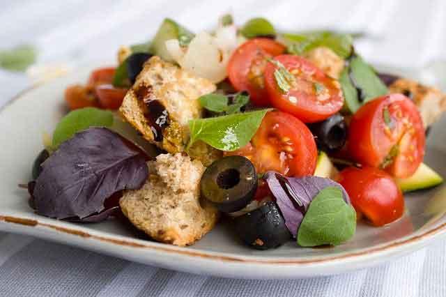الأطعمة التي تخفض درجة الحرارة في الصيف