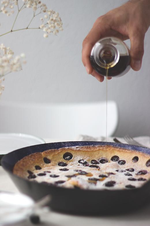 Heidelbeer-Buttermilch-Ofenpfannkuchen - Rezept für Dutchbabes. Holunderweg18, Foodblog