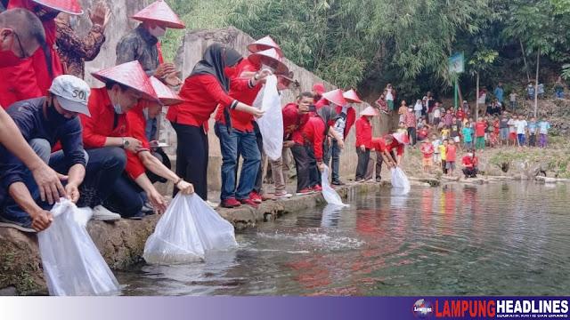 Tebar Benih Ikan, Tanam Pohon Dan bagikan Tong Sampah, Harlah Pancasila ke-76 Dan Hut PDIP ke-48 di Kabupaten Tanggamus