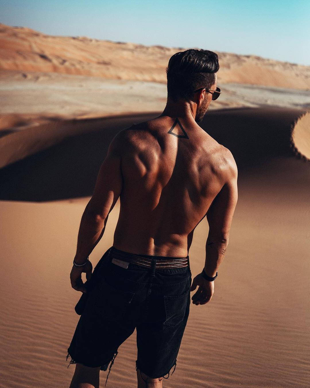 sexy-fit-luis-fonsi-body-prince-royce-daddy-yankee-back-tattoo-pictures