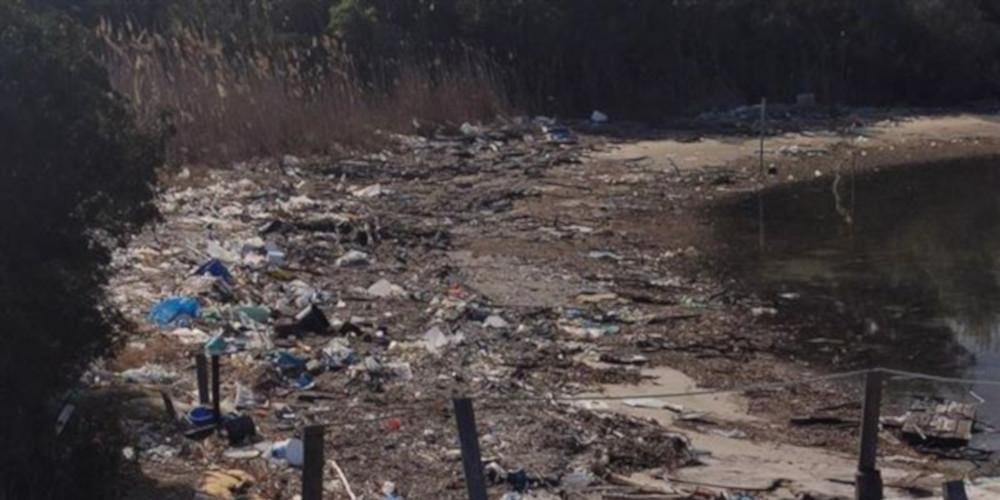 Απέραντη χωματερή η γνωστή παραλία του Γλαρόκαβου στη Χαλκιδική