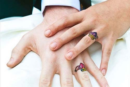 colorful wedding ring finger tattoos renkli yüzük parmağı dövmeleri