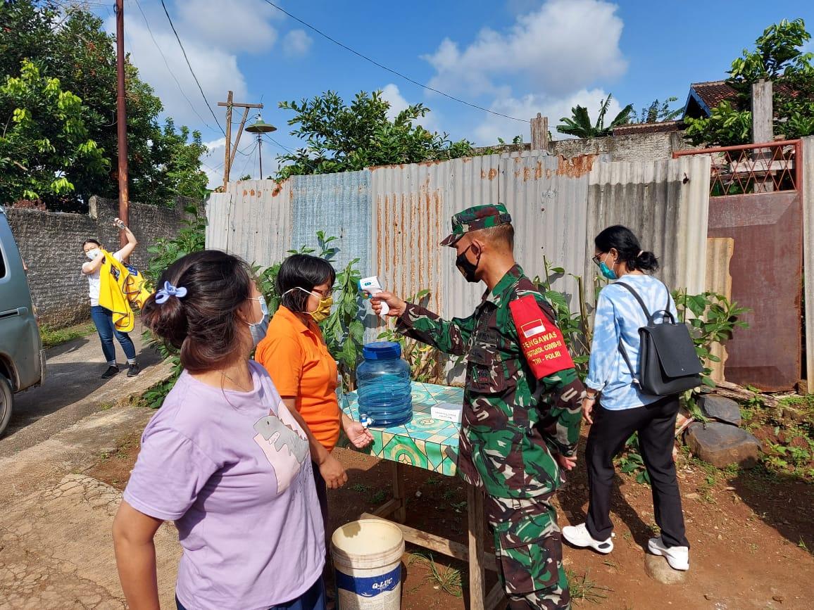 Koramil 410-05/TKP Kodim 0410/KBL bersama dengan Lions Club Bandar Lampung melaksanakan kegiatan Bhakti Sosial kepada warga di Jln. Abdul Muthalib, Bandar Lampung