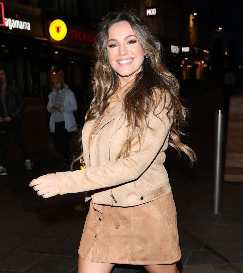 Kelly Brook Clicked Outside in London 18 Mar -2020