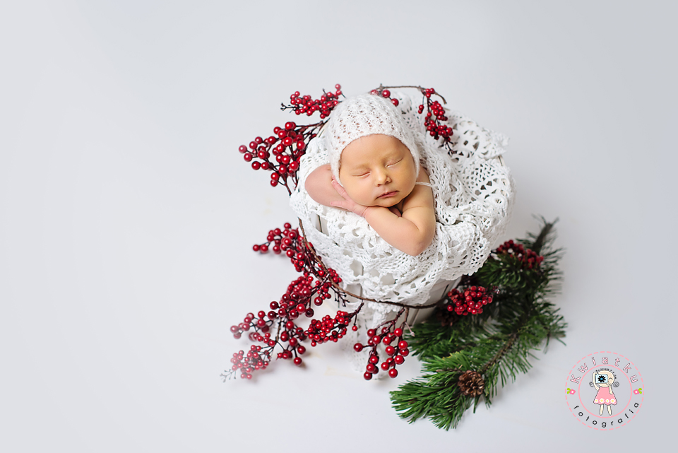 zimowe zdjęcie niemowlaka