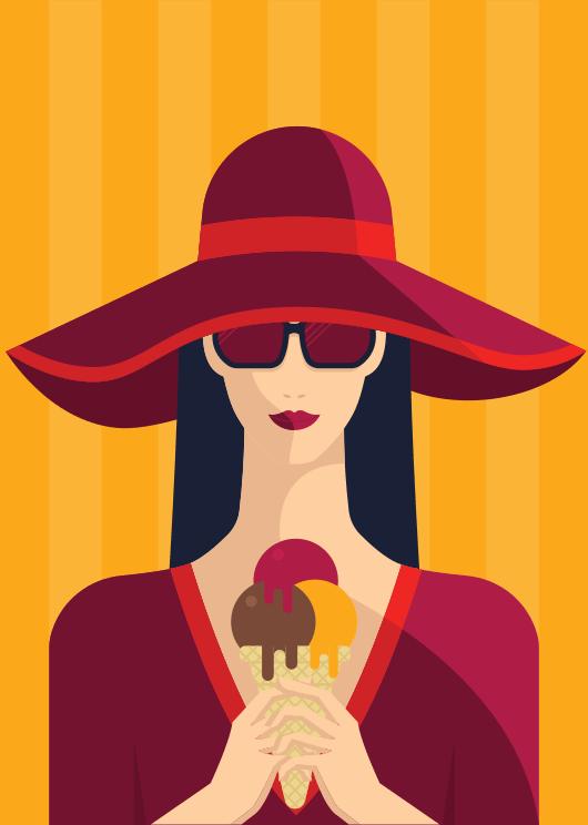 Mujer turista paseando y tomando un helado en la calle