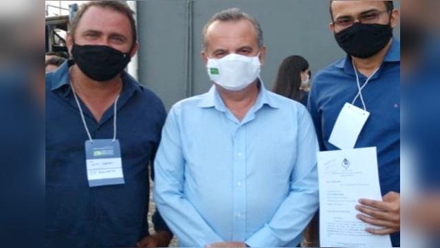 Ministro do Desenvolvimento Regional recebe solicitação de máquinas pesadas para São José de Espinharas
