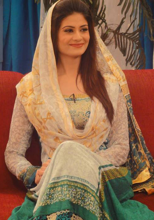 Top Ten Beautiful Women In Pakistan