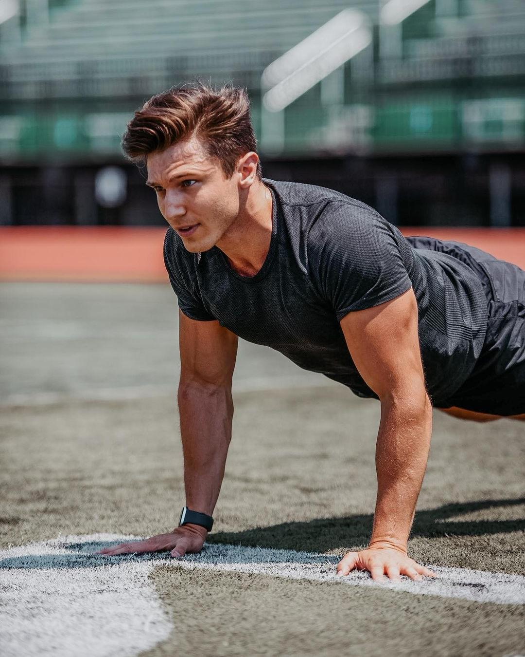 hot-guys-strong-arms-hard-workout-sam-cushing-sexy-hunk-outdoor-pushups