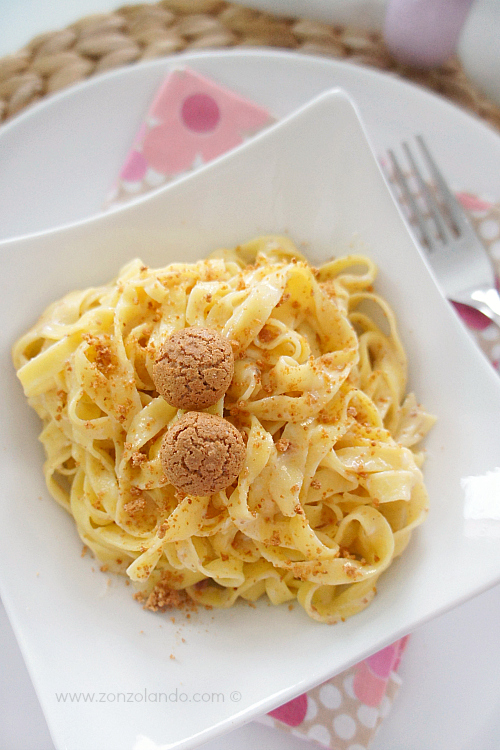 Tagliatelle all'uovo mascarpone amaretti ricetta facile e veloce - tasty easy tagliatelle with mascarpone cheese and almond cookies recipe