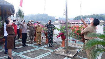 Pengibaran Bendera Secara Simbolis Dalam Rangka Menyambut HUT Kemerdekaan RI Ke 76
