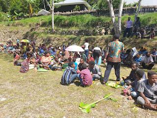 Penuhi Undangan, Satgas TNI Hadiri Acara Rapat Adat di Tolikara