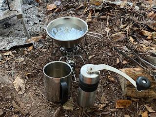 ソロキャンプ コーヒーミル