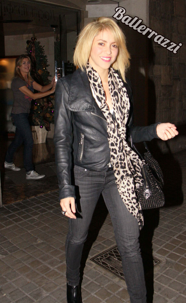 Shakira Rocks New Short Hairdo Rucuss