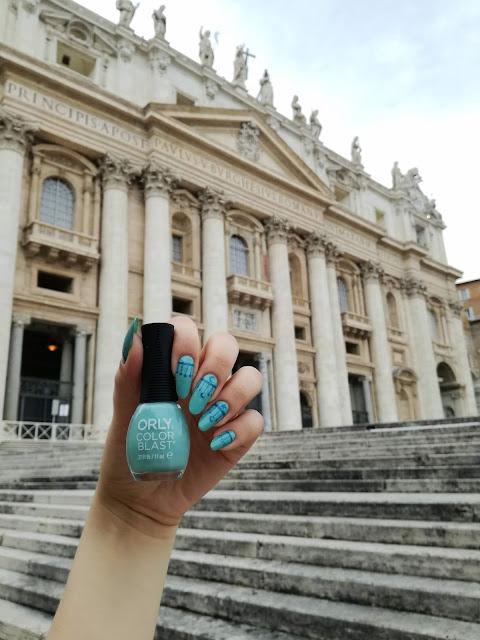 Paznokcie w Watykanie