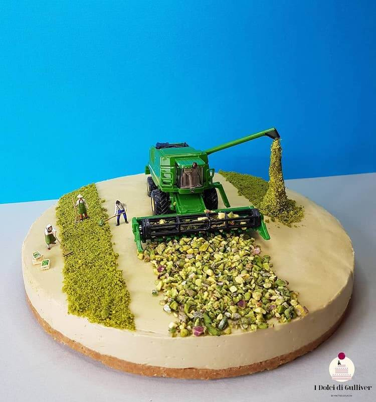 Food Artist Transforms Cakes Into Mind-Blowing Miniature Scenes Of Life