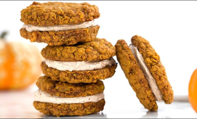 Pumpkin Oatmeal Cream Pies #cookies #desserts