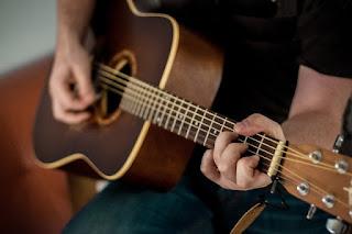 cara pindah kunci gitar dengan cepat