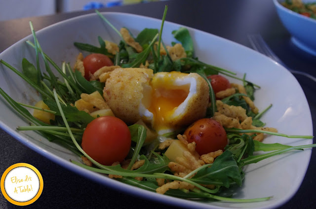 Oeuf mollet frit et sa salade craquante