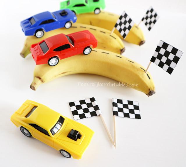gezonde bananen traktatie met race autootje