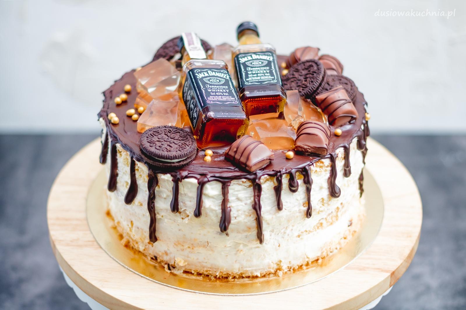 Drip cake - tort z czekoladkami i whisky