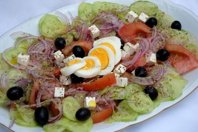 Ensalada Rústica Griega (Horiatiki Salata)