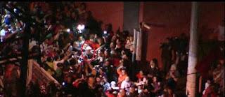 Lula sai caminhando da sede do Sindicato para entrar em carro da PF