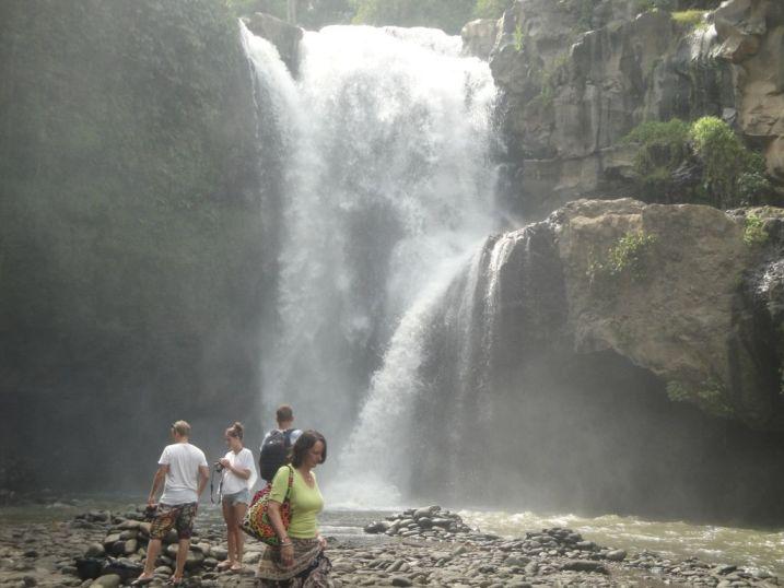 Mengunjungi Wisata Air Terjun Tersembunyi Tegenungan - Tegenungan, Air Terjun Tersembunyi, Gianyar, Bali, Liburan, Perjalanan, Wisata, Tour, Rekreasi, Darmawisata, Tamasya, Objek wisata, Tujuan wisata, Destinasi wisata, Kawasan wisata