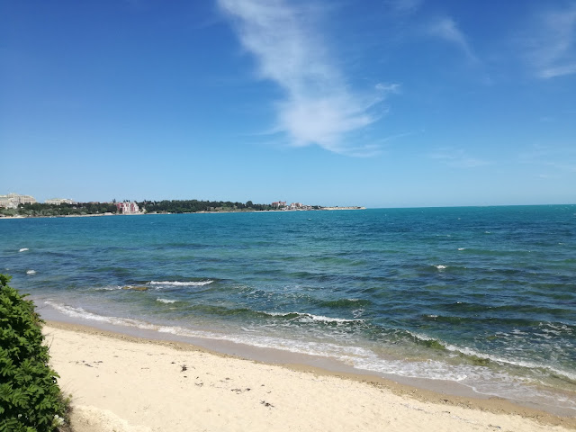 Морето и плажа до Равда
