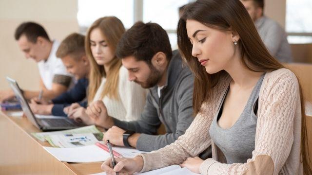 دليل المنح الدراسية في الجامعة الافتراضية السورية