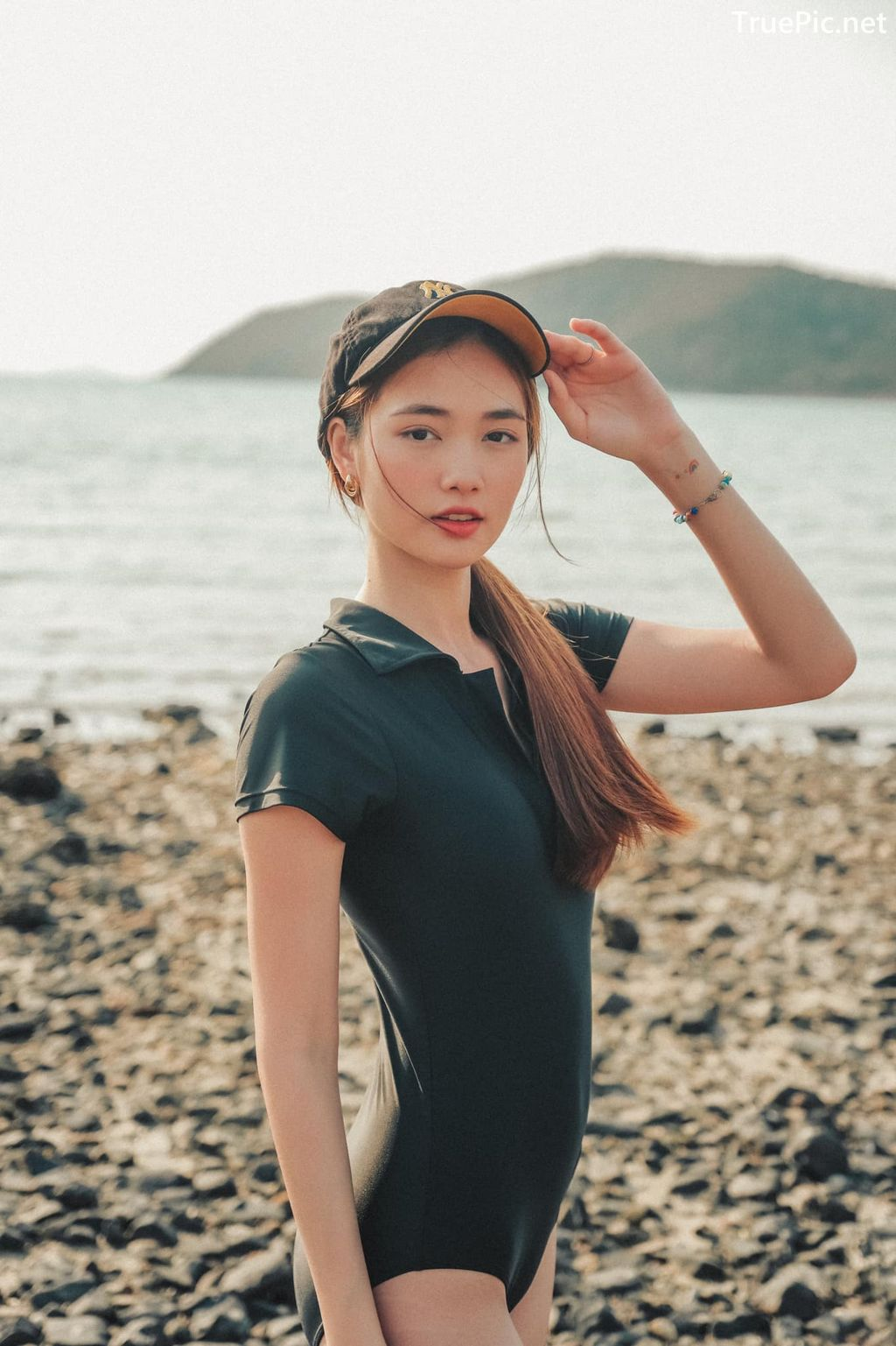 Image-Miss-Teen-Thailand-Kanyarat-Ruangrung-Black-Swimsuit-TruePic.net- Picture-9