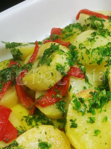Cordero al horno con patatas y pimientos