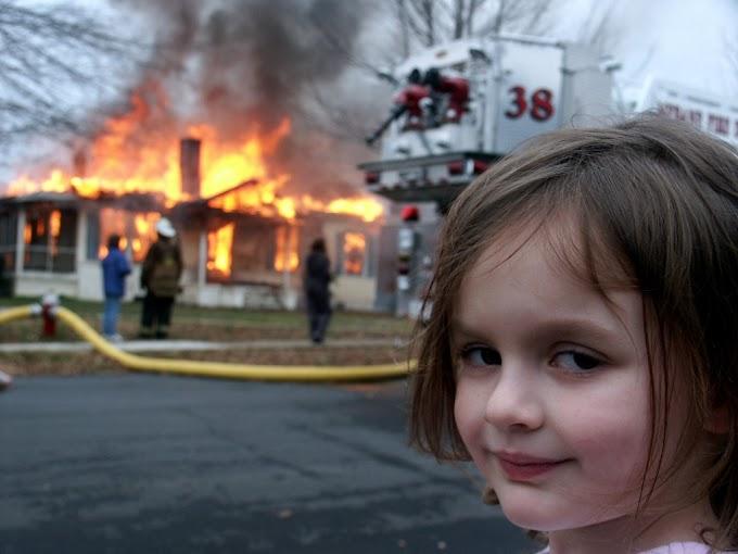 Así luce con 19 años, la niña del meme del incendio
