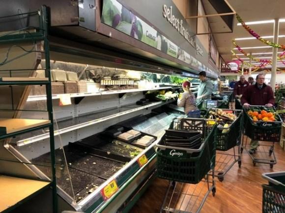 Người phụ nữ cố tình ho vào các quầy thực phẩm khiến siêu thị Mỹ buộc phải tiêu huỷ gần 800 triệu đồng hàng hoá