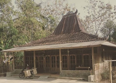 Rumah Adat Jawa Tengah Beserta Gambarnya