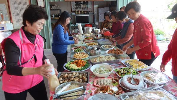 田中鎮復興社區共餐 鳳梨入菜上桌挺農民