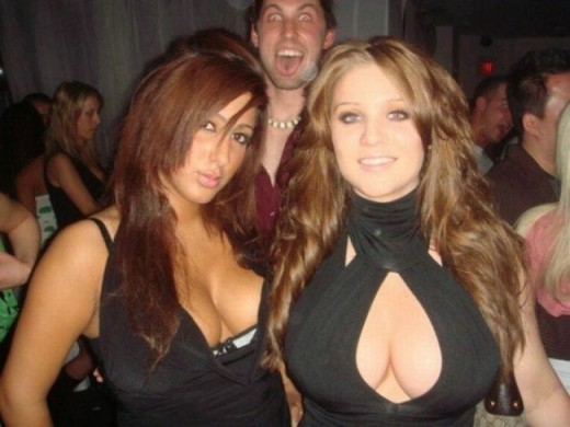 Top 10 Photos with Interesting Photobomb in Background
