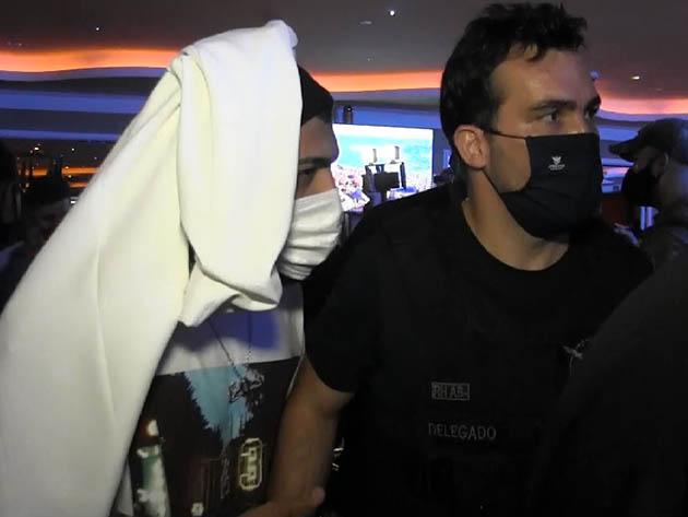 """Delegado sobre Gabigol: """"Ele falava com os policiais com ar de superioridade""""; jogador foi flagrado em cassino clandestino durante operação policial"""