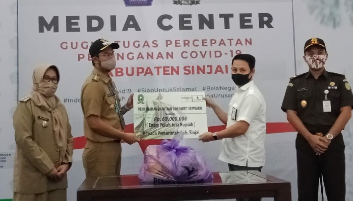 300 Paket Sembako Bank Sulselbar Sinjai Diserahkan ke Gugus Tugas