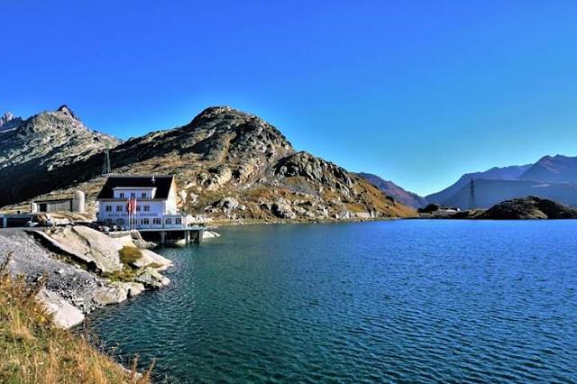 Gambar Pemandangan Alam Indah di Swiss Hotel Danau Grimsel