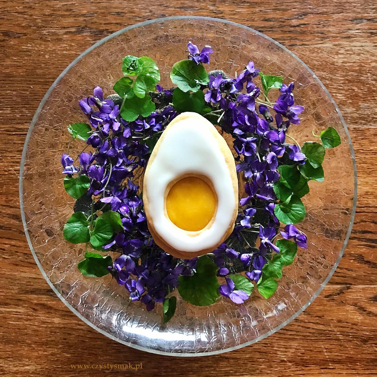 Wielkanocne ciasteczka w kształcie jajek