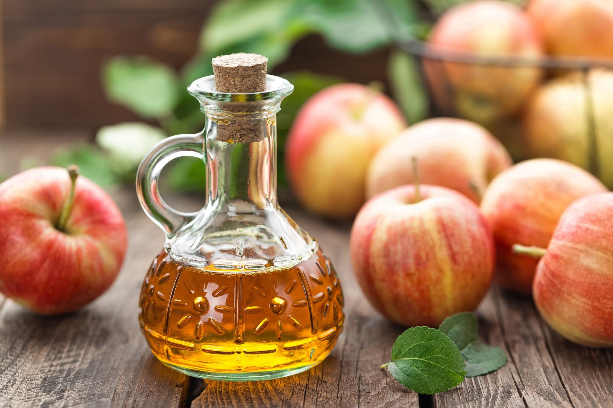What are the benefits of apple cider vinegar for dry hair?