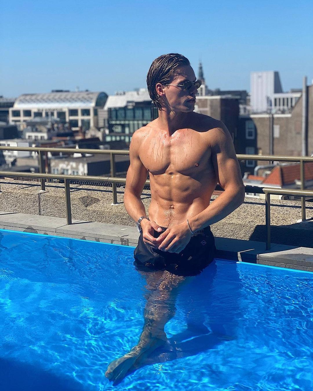 shirtless-fit-young-long-haired-guy-thomas-nelissen-wet-model-body-pool