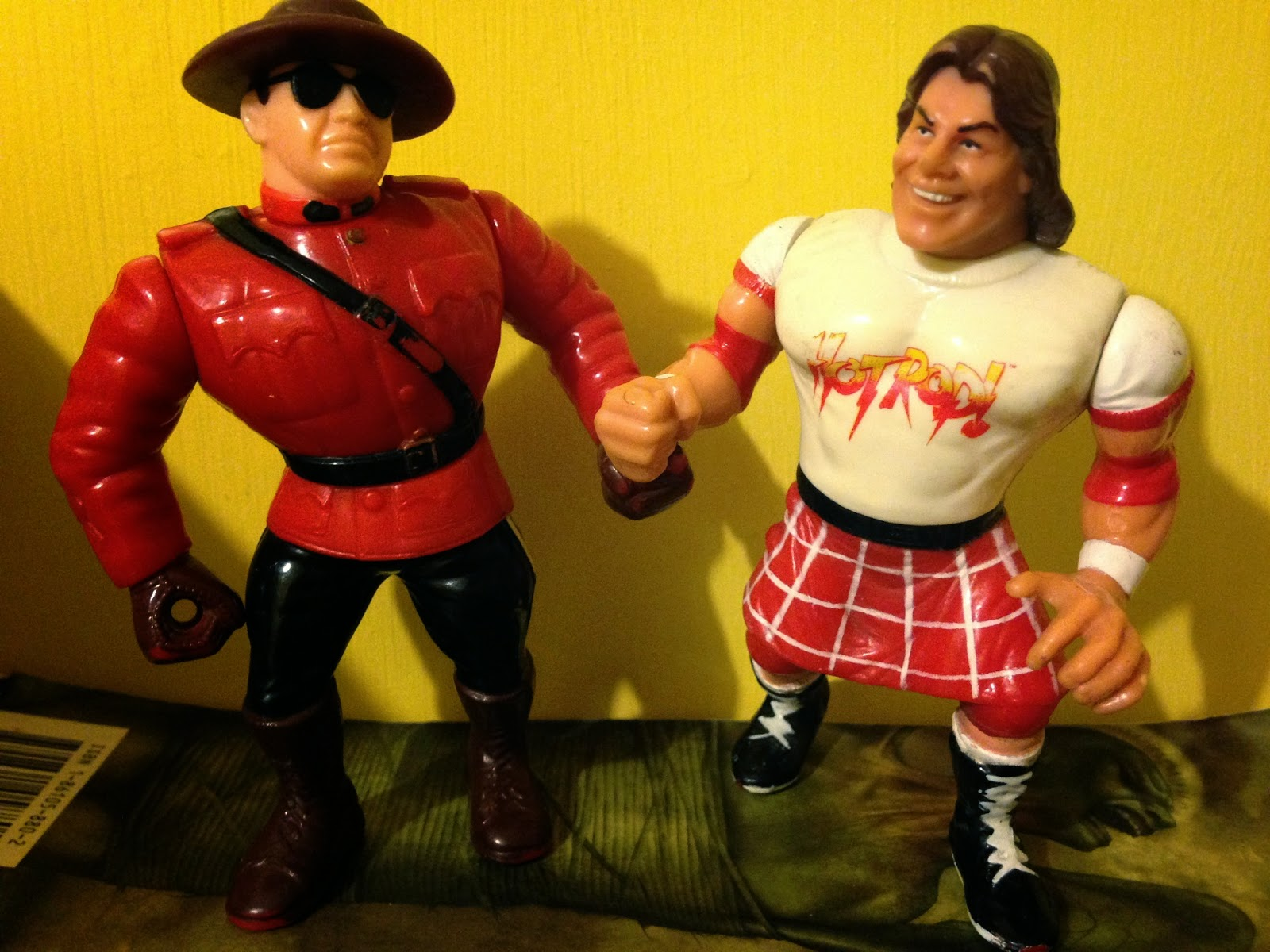 WWF Hasbro Figures - The Mountie vs. Rowdy Roddy Piper - Royal Rumble 1992