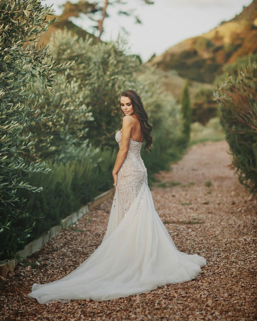 Ria van Dyke Bridal wedding dress backpose photoshoot