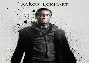 Aaron Eckhart está assustador no cartaz de 'Frankenstein – Entre Anjos e Demônios'