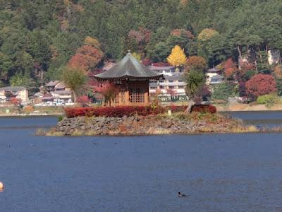 河口湖の六角堂