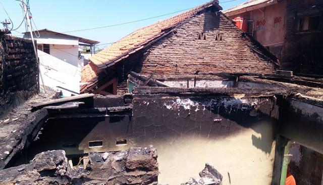 Pesantren dan 5 Rumah Dilumat Si Jago Merah