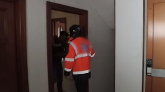 Youtuber rocía a repartidor con gas pimiento
